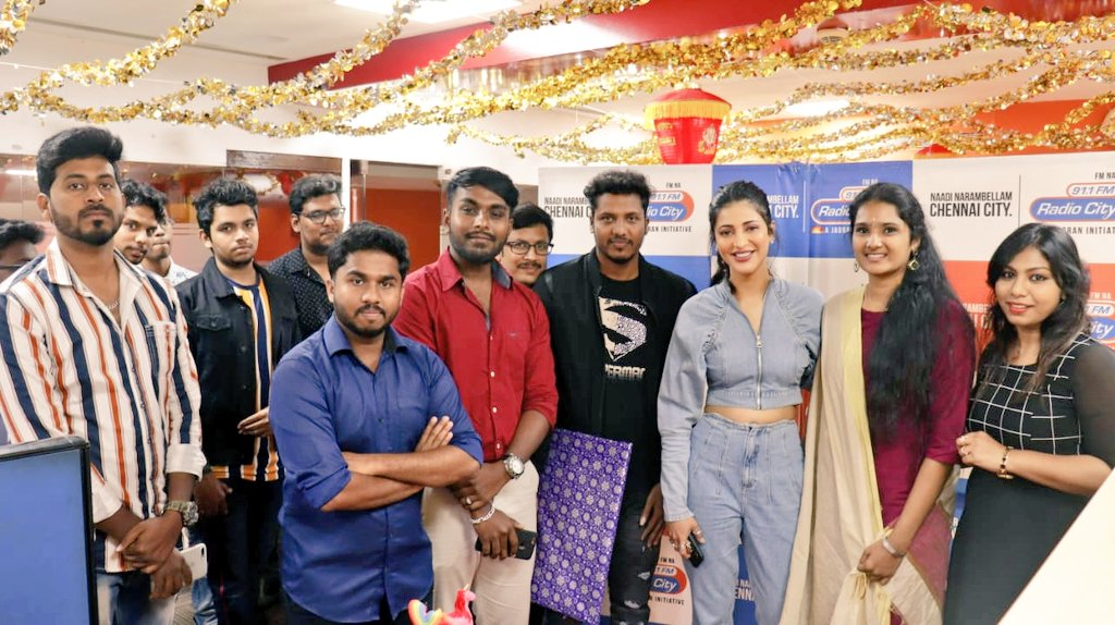 Paasa thalavi @shrutihaasan! It was so wonderful to see you again angel.. no matter how many times i meet you the awe will never decrease. Your aura is so strong and i could feel the magic when being around you. Thank you for being such a sweetheart. Lots of love to you darling❤