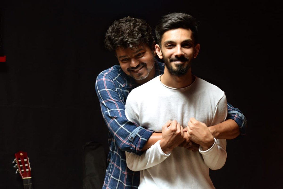 #ThalapathyVijay  gives a playful hug to #Ani. Has #Vijay sung a song for #Anirudh in #Master?   First Single releasing on Feb 14, at 5pm #Master #MasterSingle #OruKuttiKathai  @actorvijay @VijaySethuOffl @Dir_Lokesh @anirudhofficial @jagadishbliss @Lalit_sevenscr @SonyMusicSouth