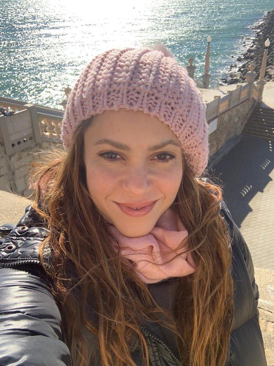 Pink hat under a blue sky. Gorro rosa bajo un cielo azul. https://t.co/cHXaNZsF5e