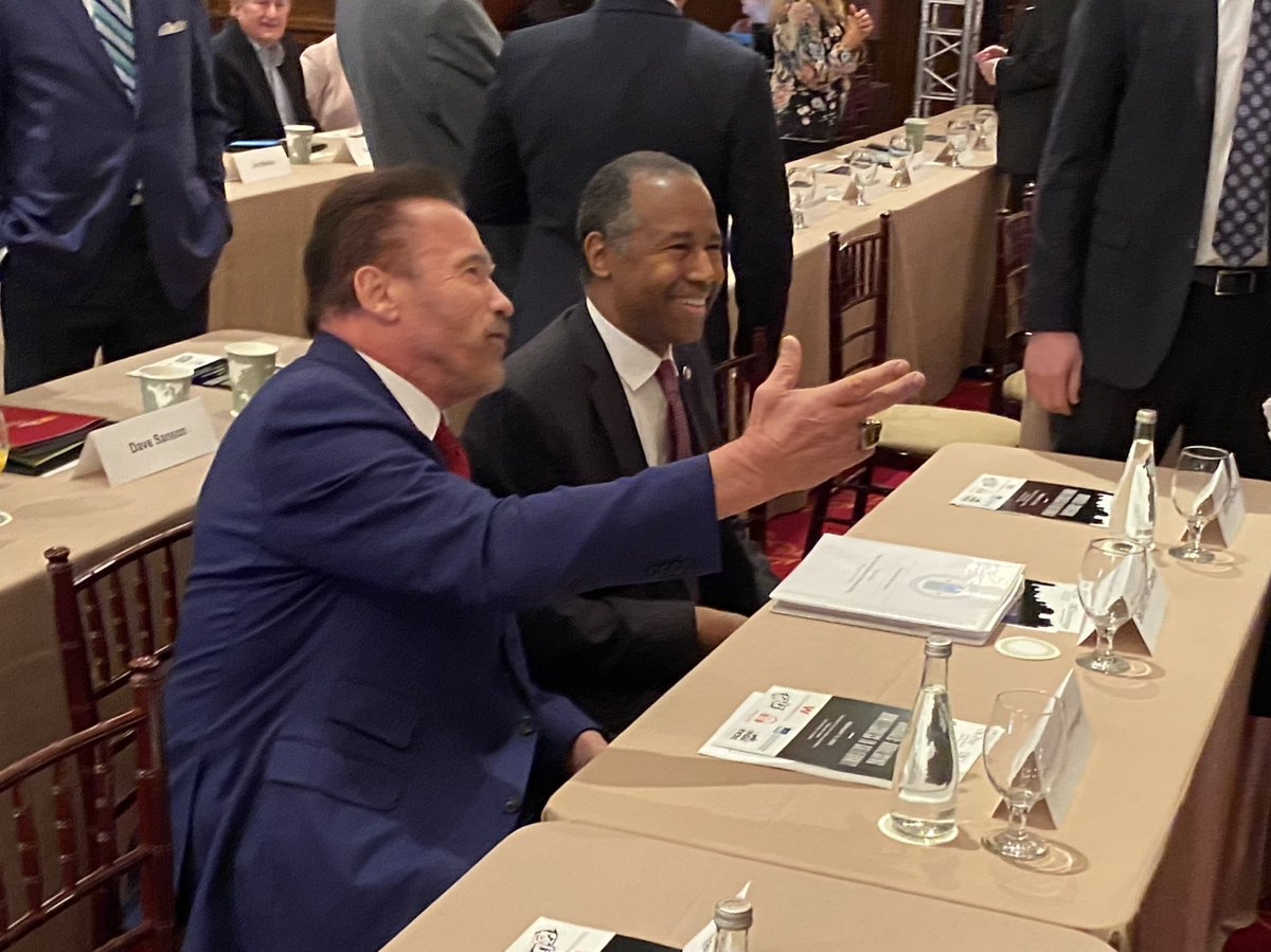 .@Schwarzenegger hosts @SecretaryCarson at a @USC @GovArnoldUSC conference on homelessness in California.