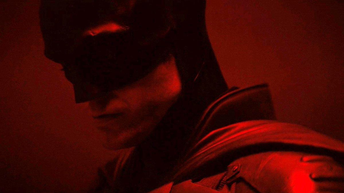 Matt Reeves a dévoilé un premier aperçu de Robert Pattinson dans le costume de Batman ! Vous en pensez quoi ?