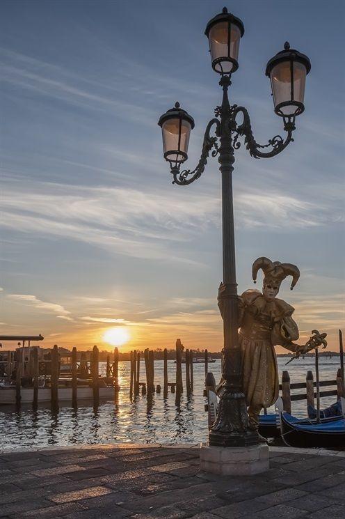 """""""L'amore è desiderio di bellezza: e la bellezza si desidera perché è il bene che rende felice"""" 🖊️ Platone  #DayAfterART 🎨 📚 🎻 #VENEZIA #Venecia #Venise #Venedig #Venise  #Art #Arte #Painting #ArtLOVE  #CarnevaleVenezia2020 #SanValentino https://t.co/aBvJ5MIWaF"""