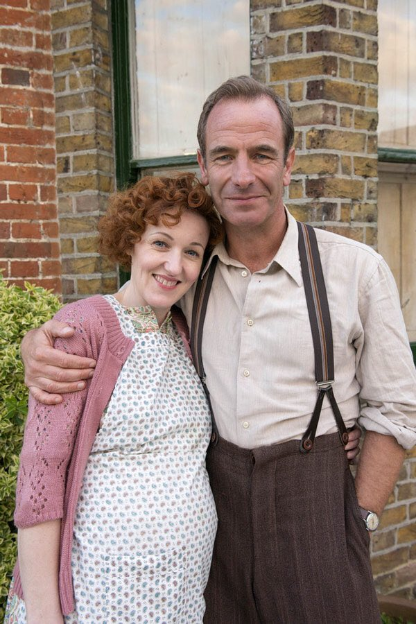 As we say TTFN 🤞 to @GrantchesterUK 5 tonight @itv 9pm here's me n he #robsongreen from the 1st season to S5 on a day of love 💕 for this series we love 💕 @Emlyjkl @richardcookson @tombrittney @KudosTV @ITV #alweaver #tessapeakejones @akabradleyhall @cebohon1 @olliedimsdale ❤️