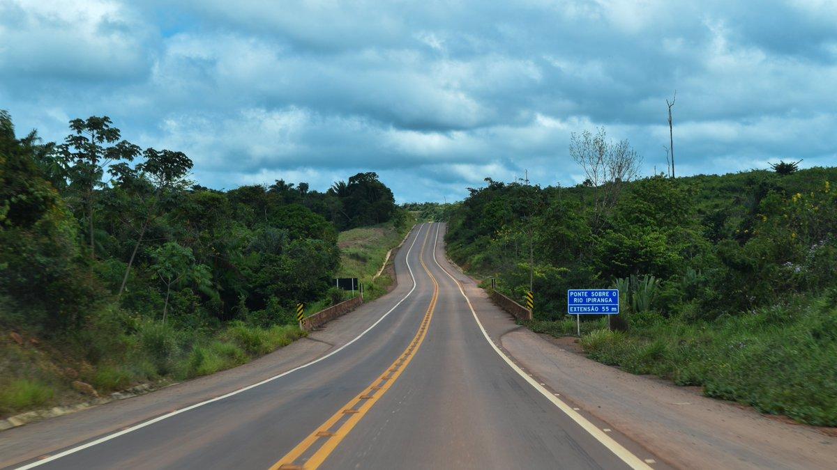 Um ano após a promessa feita pelo ministro, @tarcisiogdf, aos caminhoneiros que estavam atolados na rodovia, a obra está pronta. Iniciada na década de 1970, a rodovia agora está completamente asfaltada entre os municípios de Sinop (MT) e Miritituba (PA).