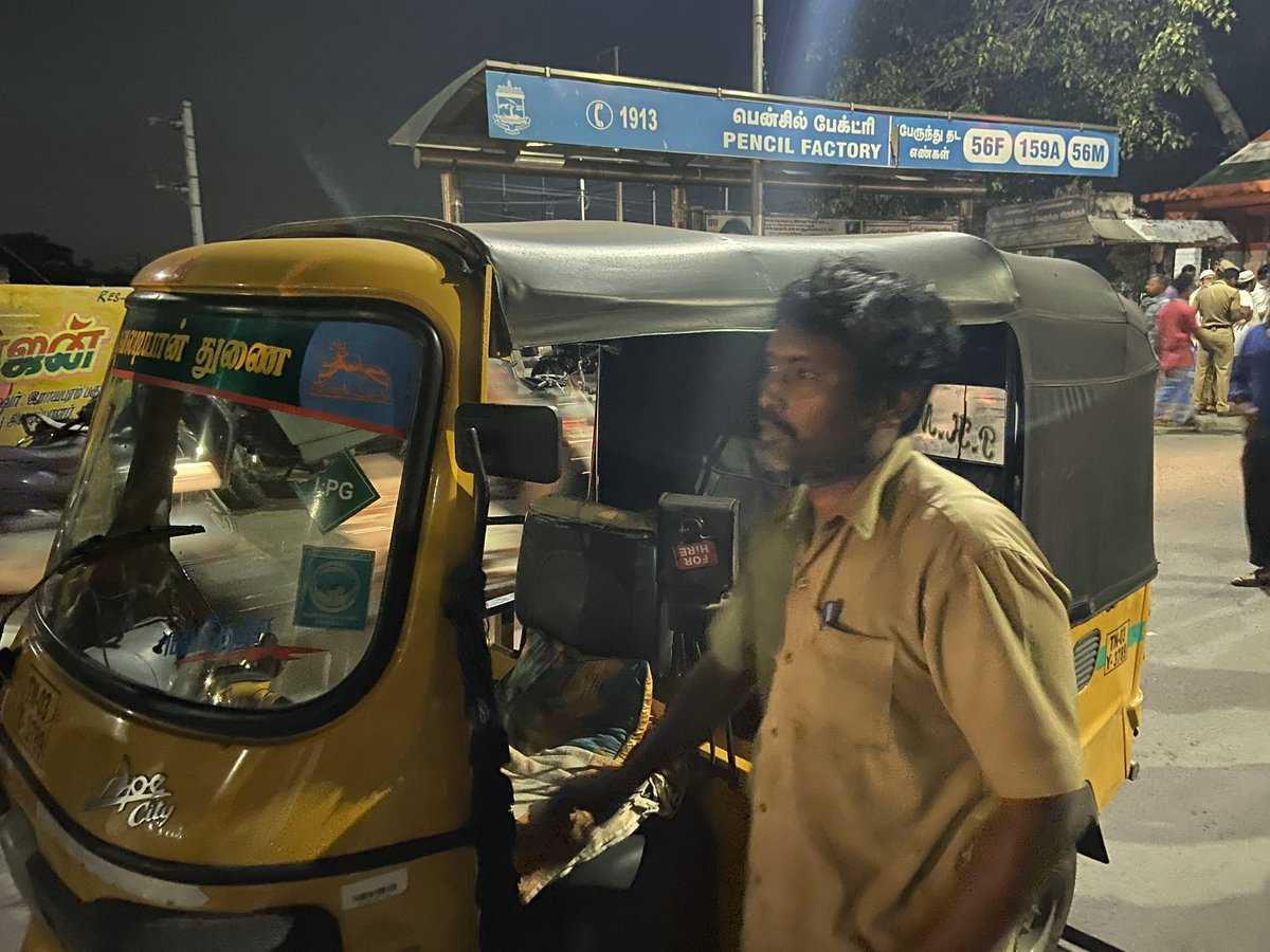 #AntiCAAProtests near Pencil Factory in Old Washermenpet. A share auto driver stops by the protests. He says he will join the protest and it should not just Muslims but all of the communities need to show solidarity. And he joins the protest. @xpresstn @NewIndianXpress