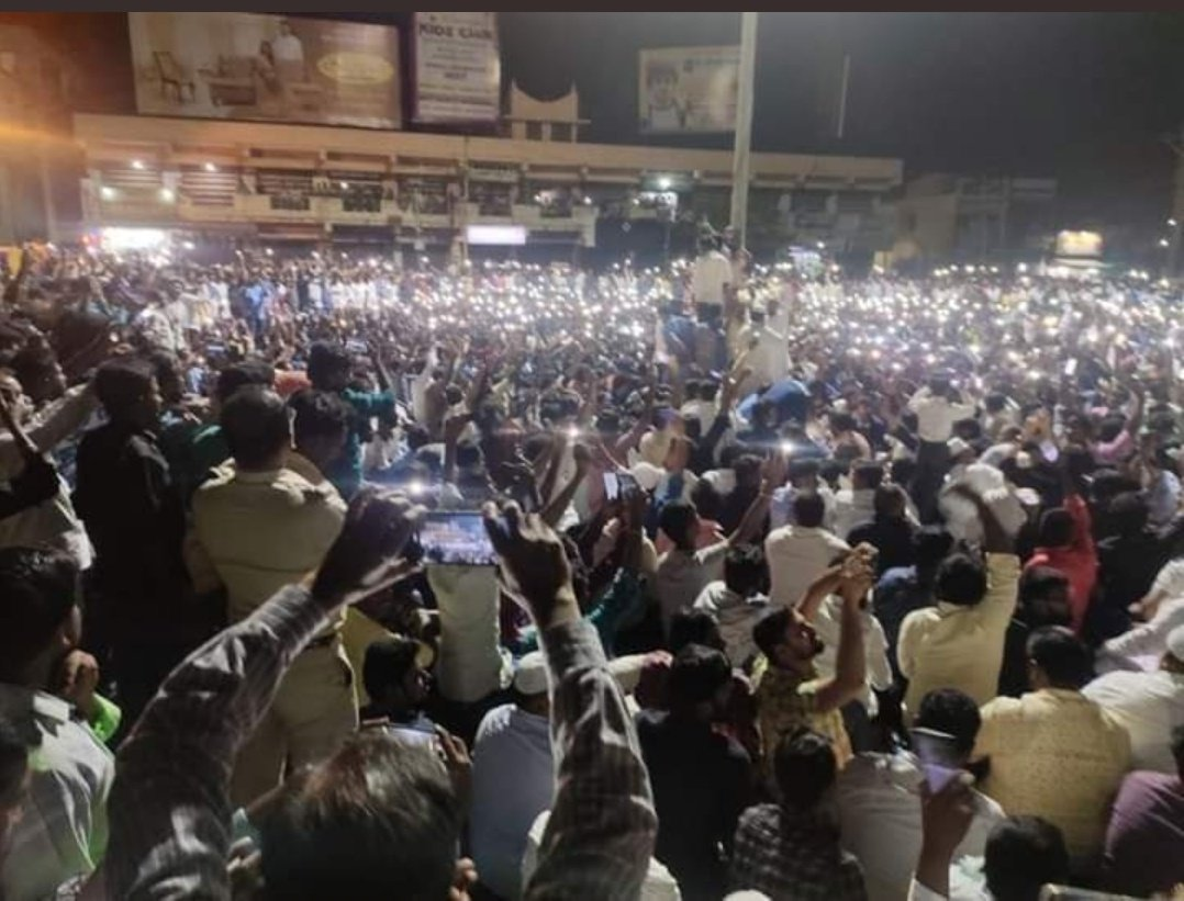 Chennai amplifying after the Police's brutal attack on the protestors.   If you try to stop us. We will become stronger and bigger.   Inquilab Zindabad ✊ #ChennaiBagh #ChennaiShaheenBagh  #Chennai