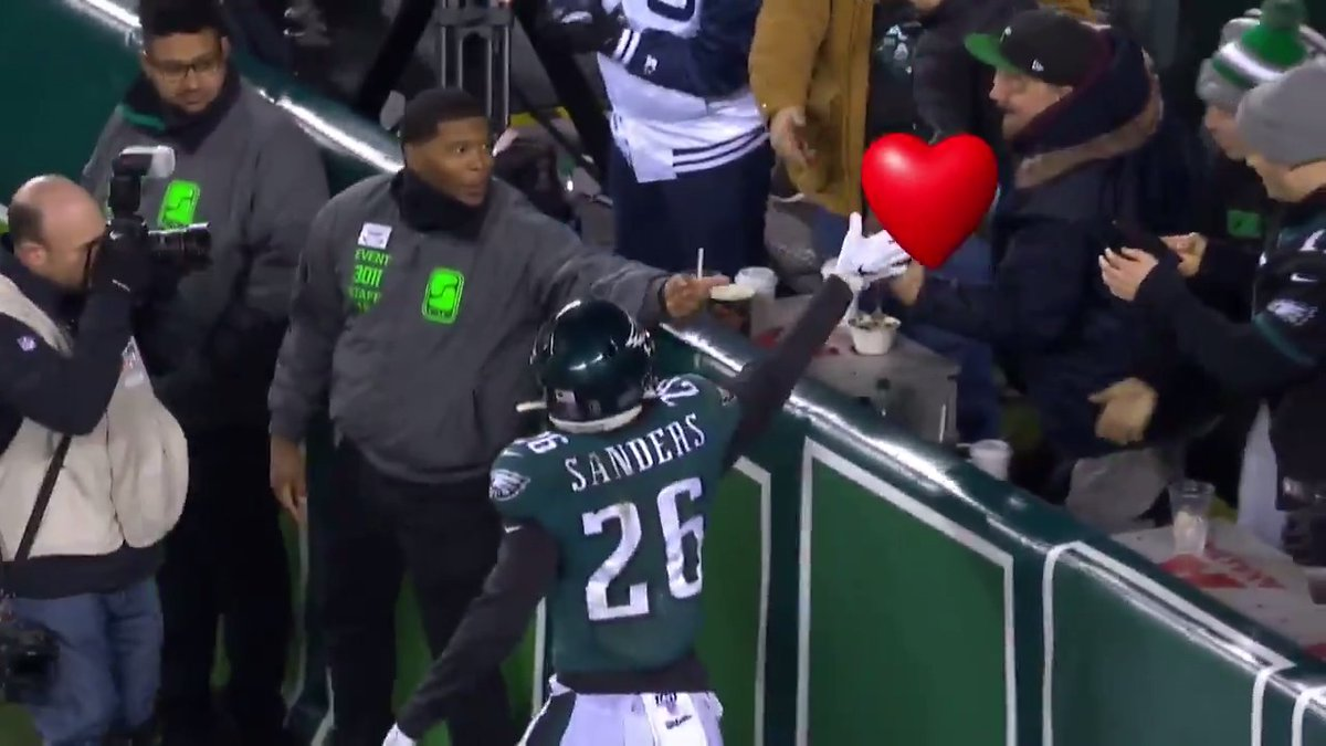Sending all of our love to #EaglesEverywhere on #ValentinesDay