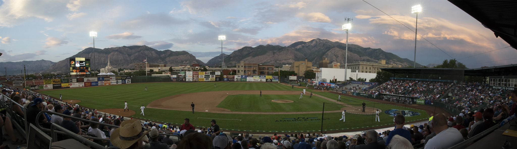 We love mountains with our baseball 😍  @ogdenraptors https://t.co/LG198E1DIX
