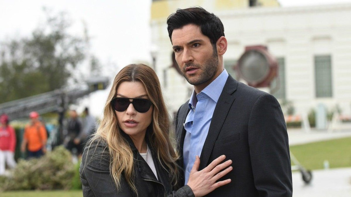 """Netflix has reportedly entered talks with Warner Bros. to extend Lucifer beyond its planned fifth and """"final"""" season."""