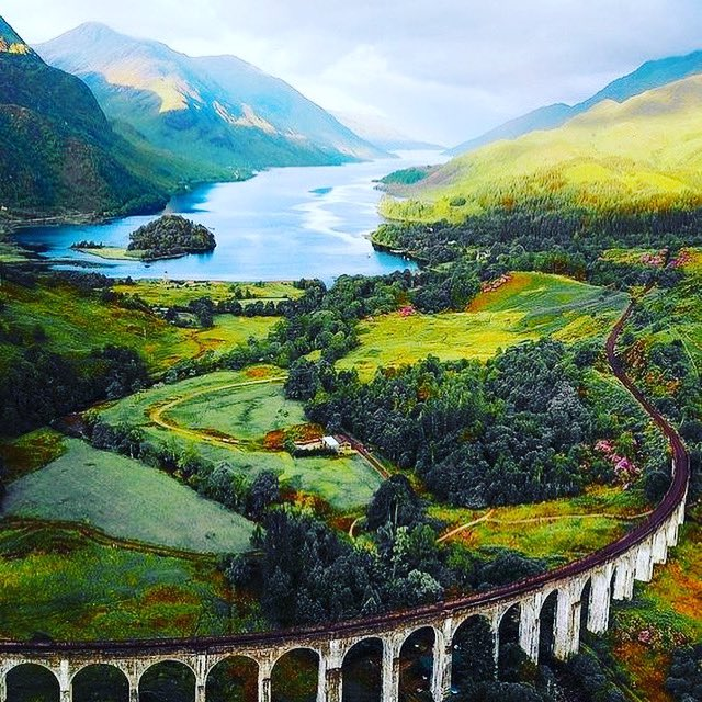 Beautiful Glenfinnan Viaduct in Scotland. Known to Harry Potter fans as the most memorable part of the journey to Hogwarts 🚂  Meet Death eater @joncampling @ftlofantasy this August in #Edinburgh & ask all about it !  Tickets on sale now  Get them here ➡️