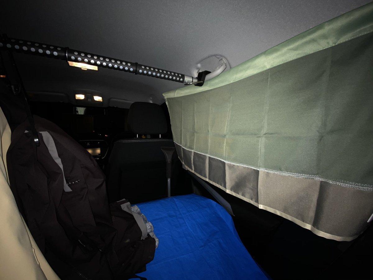 test ツイッターメディア - 3コインズの遮光カフェカーテンを車中泊用カーテンにした。 貼り付けは例のマジックテープ。 窓枠にはめる感じの断熱材とかまでは拘らないからこれでよし https://t.co/aNPB4uXZ1q