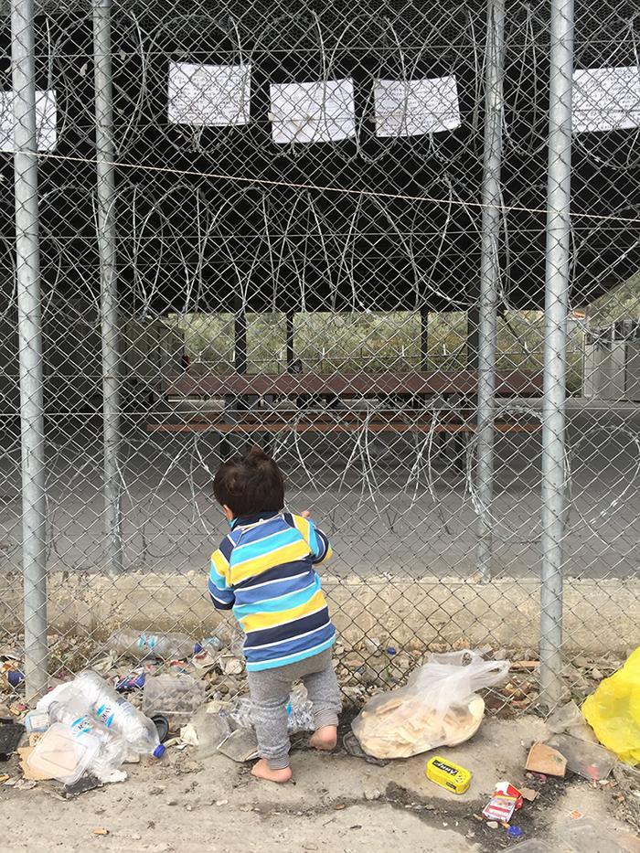 """test Twitter Media - """"Moria was nooit een goede opvangplaats voor zoveel mensen. Hoe kan de bouw van nóg een soort Moria dan wel iets oplossen?""""  Onze Griekenland-onderzoeker @Eva_Cosse in @nrc  https://t.co/1jqNKODUjA #Mensenrechten https://t.co/AMBJpzD6Nm"""