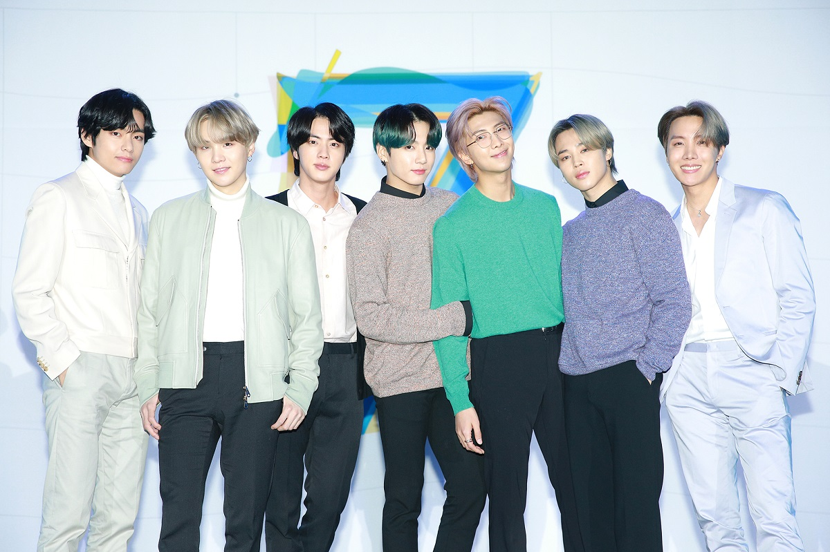 .@BTS_twt fans are donating money for coronavirous fight after getting refunds from the cancelled Seoul concert. About 450 fans are believed to have donated almost 20 million won (US$16,557) to Korea Disaster Relief Association as of 3 p.m. today 👏