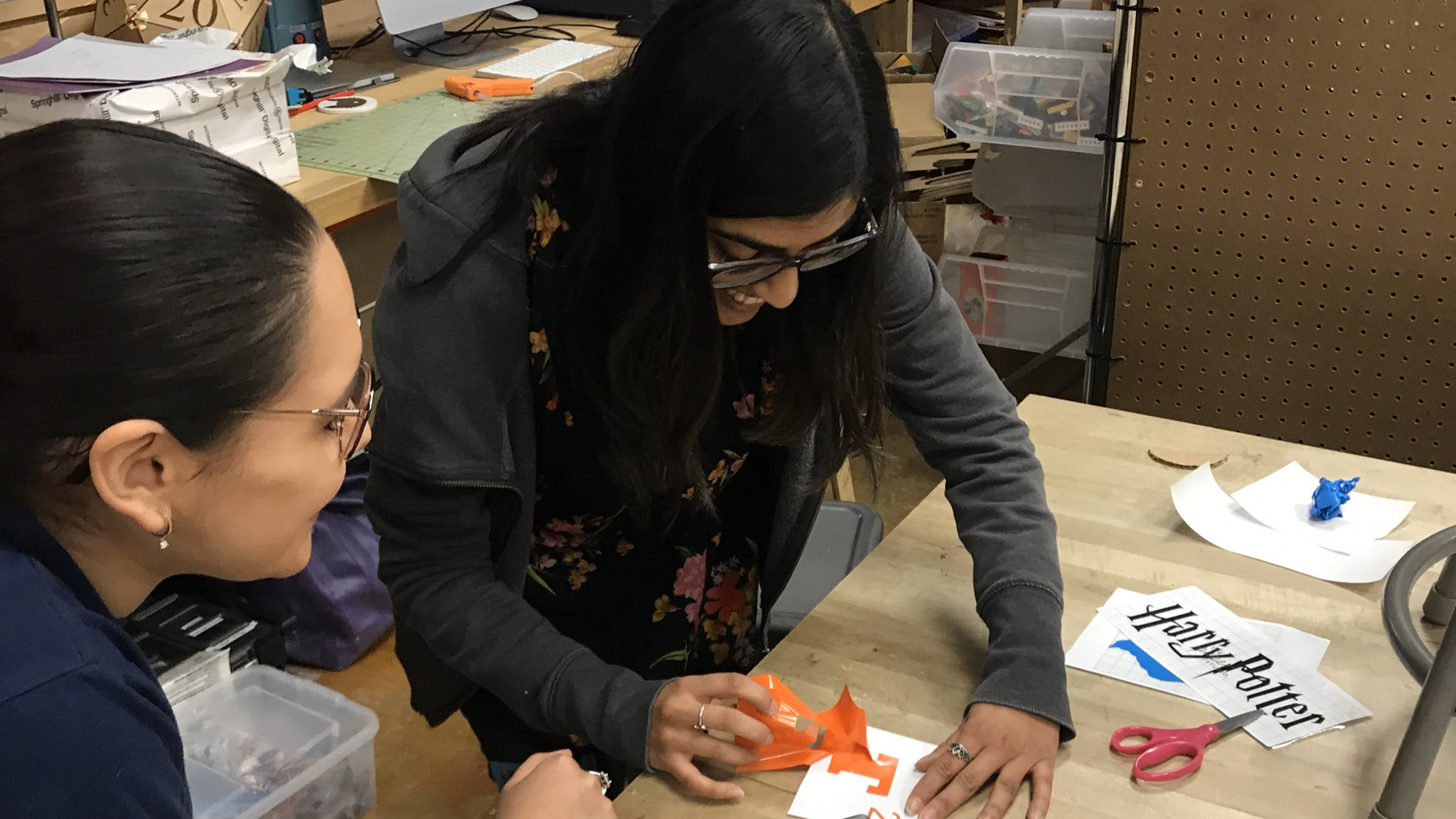 Our #UTeachMaker interns are now obsessed with vinyl cutting. Mission accomplished. #MakerEd https://t.co/pCjn92gFMS