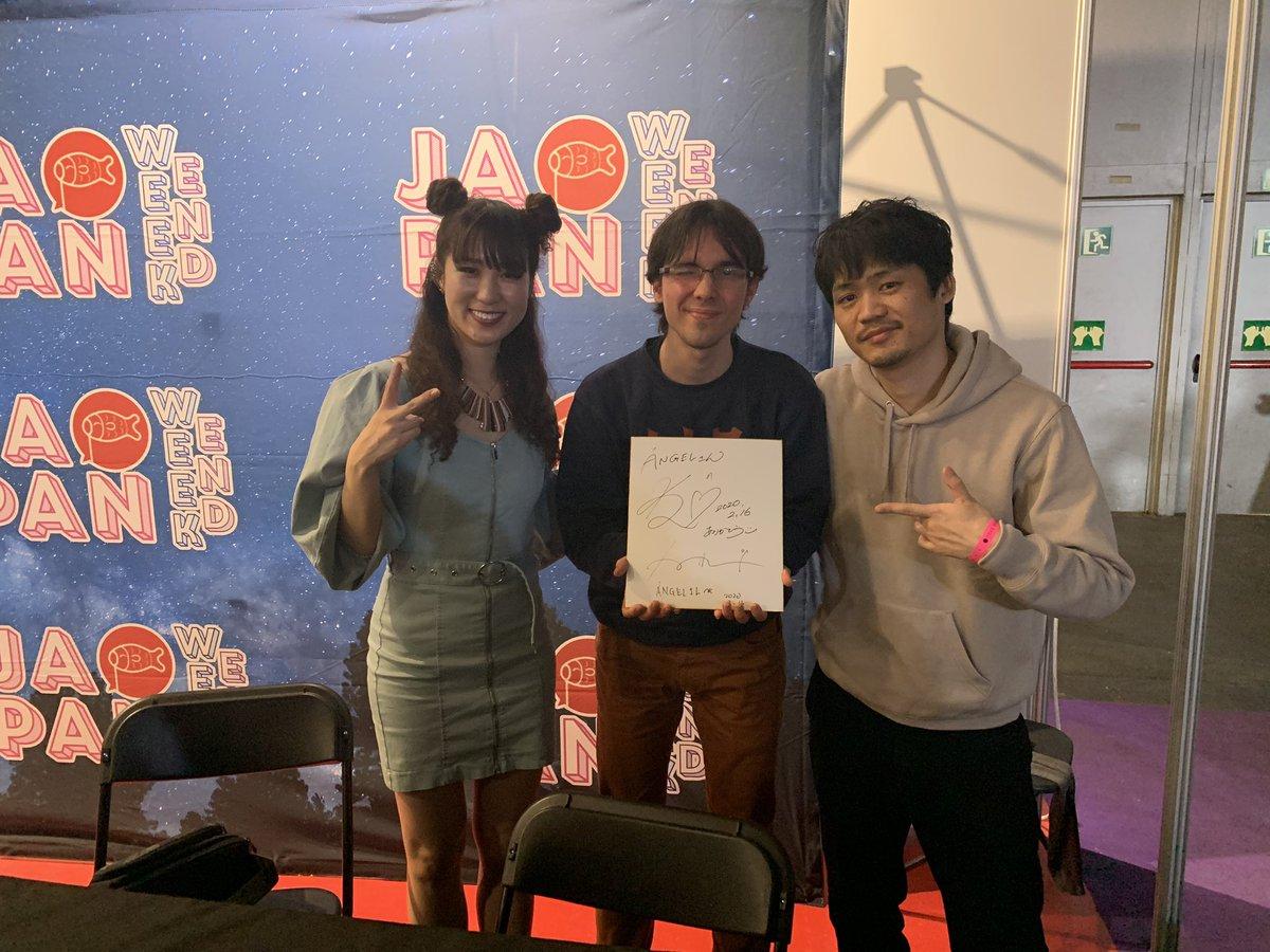 Compras y firmas en el stand de @Japan_Weekend 💖💿  Gracias por haber invitado a SUKISHA y Kiki Vivi Lily a Madrid 😇👋🏻.  @sukisha_jpn スペインに来てくれてありがとう🇪🇸. 一緒に録音された彼の最後のアルバムは、何度も何度も彼の話を聞くことを止めなかった。🙇♂️😊 #JapanWeekendMadrid