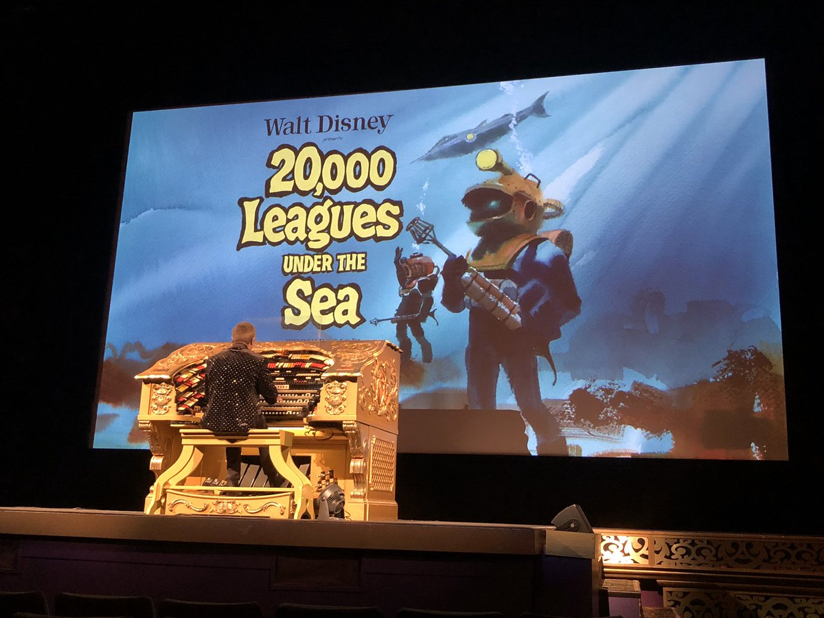 As usual, @ElCapitanThtre organist Rob Richards takes the stage to entertain the crowd before the film begins.  #20000LeaguesUnderTheSea @TWDCArchives
