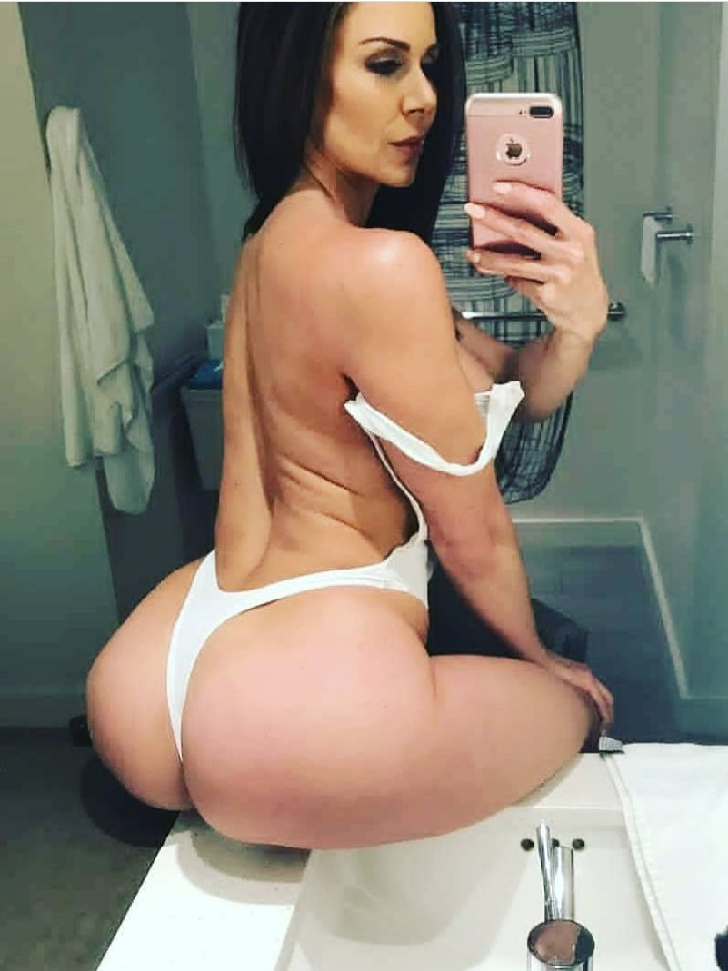 @KendraLust Both😍😍😍😍😍 & There is nothing to show😅😜🤷🏽♂️, but I❤❤❤your📸