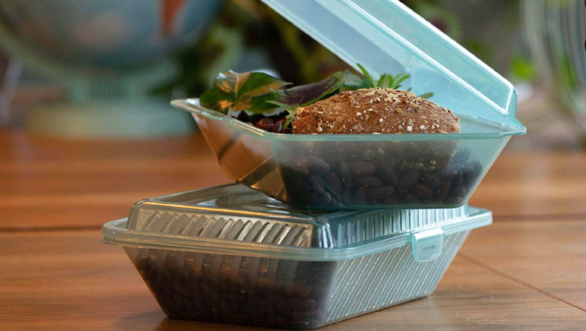 14 restaurants in #Toronto will begin the @Wisebox pilot this Friday. Customers rent the reusable containers for a $5 deposit from any participating restaurant and can drop them off at any of the locations to get their deposit back.  #environment #reuse #trendstories
