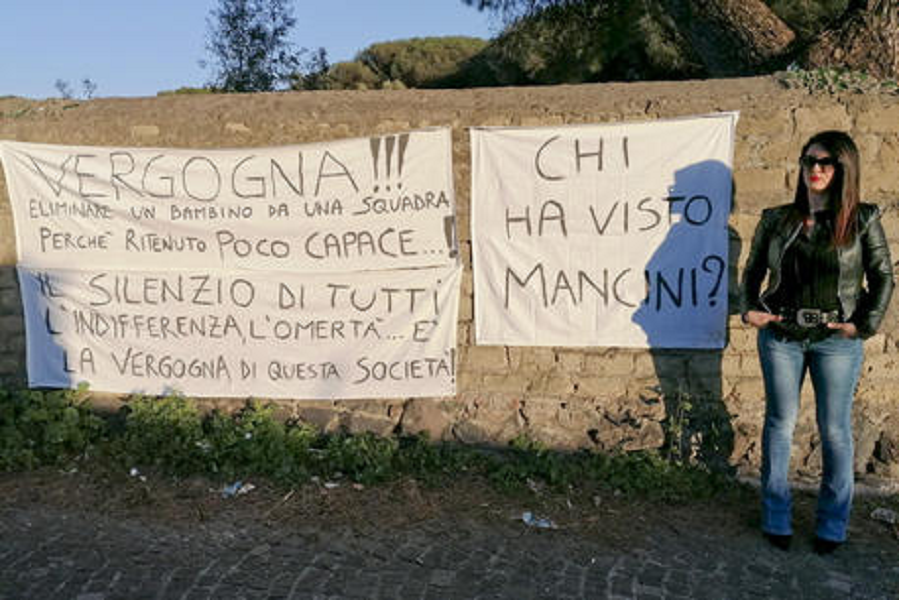 """test Twitter Media - Torre del Greco. Bimbo di 6 anni fuori squadra, la mamma protesta: """"Vergogna"""" #TorreDelGreco su https://t.co/xyag92sGGI https://t.co/3rsNS0iS4s"""