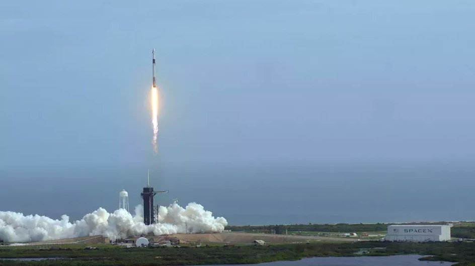 SpaceX will send 4 (probably very rich) space tourists into