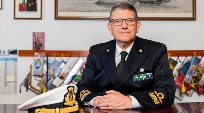 test Twitter Media - #GiuseppeMinotauro promosso #contrammiraglio. E' stato comandante della Capitaneria di #TorredelGreco https://t.co/vIVIuIMggJ https://t.co/NxAV3jauS3
