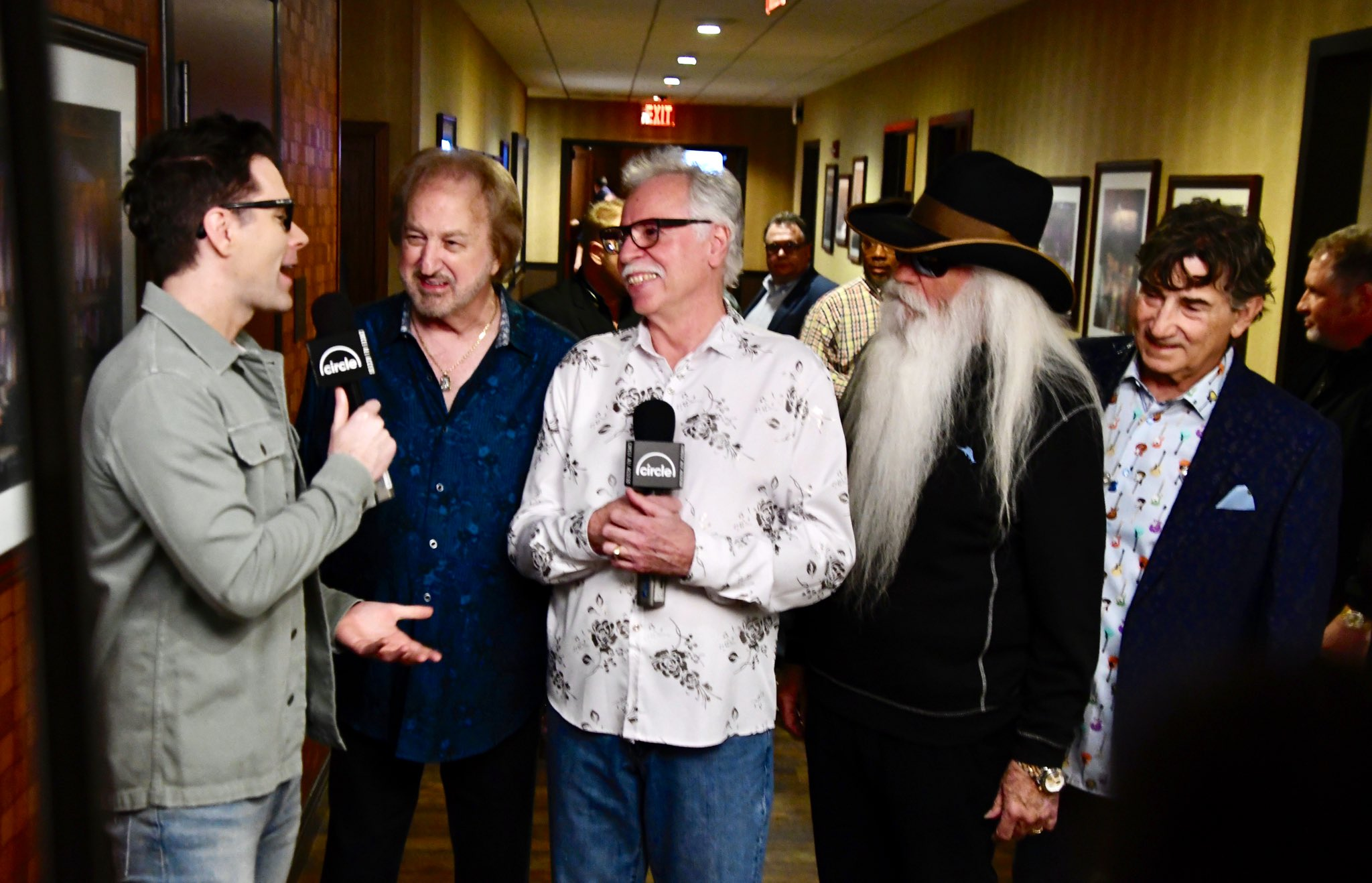 Interviewing with brother @bobbybonesshow .... @opry  ... photos by @jonmir https://t.co/4EuDsYr1KI