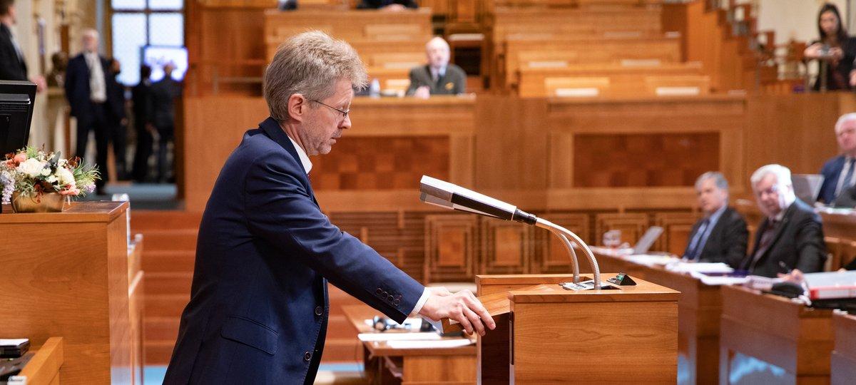 Novým předsedou Senátu je @Vystrcil_Milos. Získal 52 ze 76 odevzdaných hlasů senátorek a senátorů. https://t.co/F39UdXylVK
