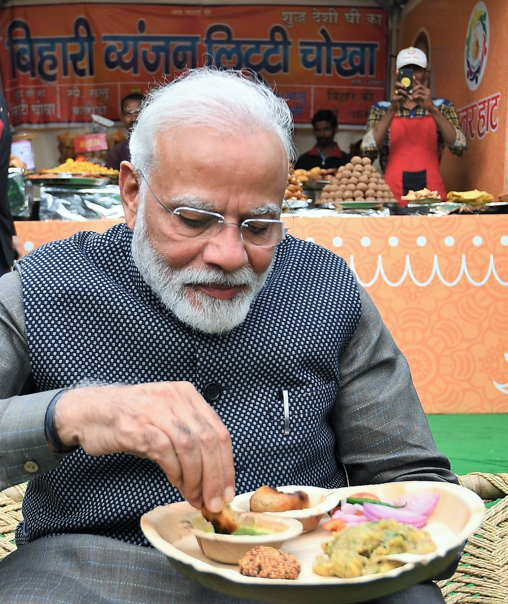 Had tasty Litti Chokha for lunch along with a hot cup of tea... #HunarHaat https://t.co/KGJSNJAyNu