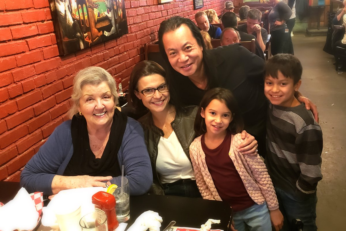 Traveling on book tour and my hotel just happened to be 10 minutes away from Juanita Broaddrick's home in Arkansas. We went out to dinner tonight! @atensnut @NadeanHo @OfficialLFT2020
