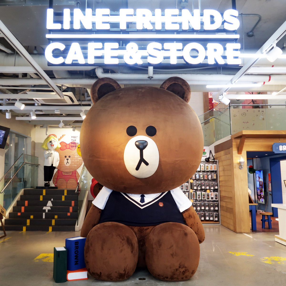 Getting ready for the new semester, eh BROWN? 🤓 ⠀ #BacktoSchool #BROWN #LINEFRIENDSSTORE #LINEFRIENDS