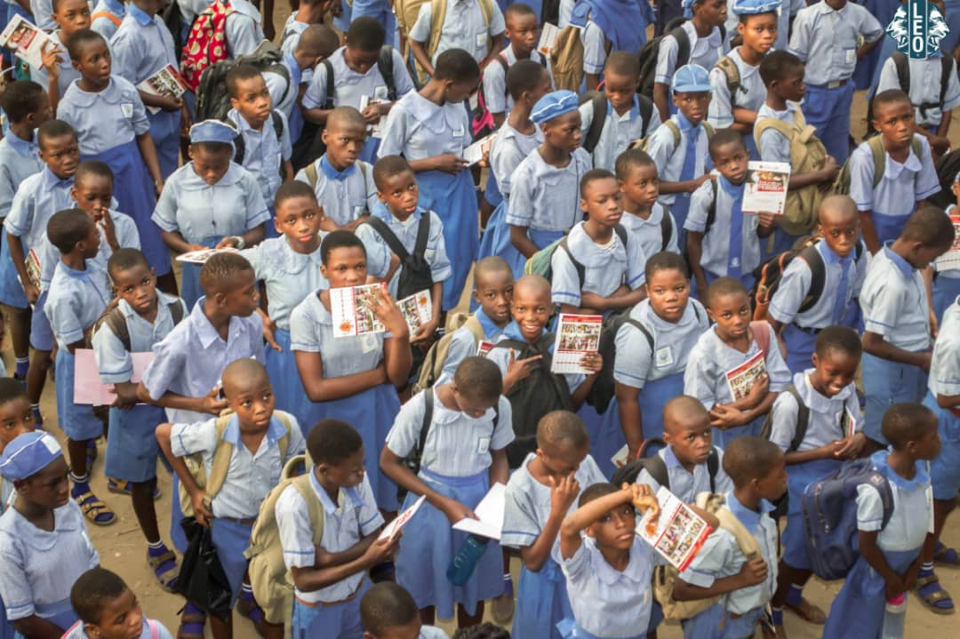 Throwback to @AkokaLeo #Legacy project for this #lionsyear. The project was aimed at empowering and motivating students. We donated 500 customized books & present award to the school staff for their service to humanity. @lionsclubs #AkokaLeoClub #ThrowbackThursday #backtoschool