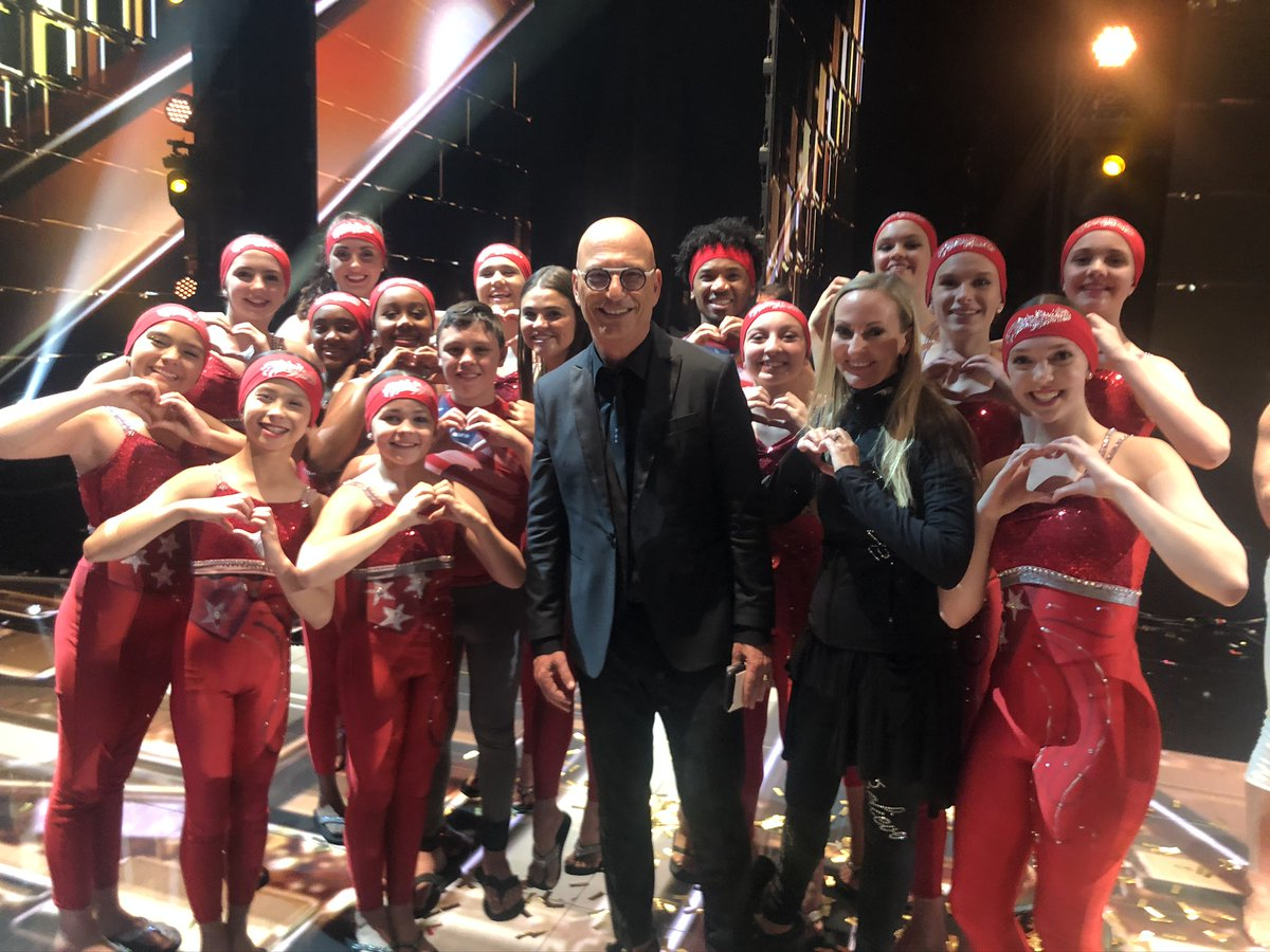 Fun moments after the AGT Champions results show with Howie Mandel! #agt #agtchampions #silhouetesint #silhouettesinternational #westminstercc #goldenbuzzer @AGT @howiemandel @nbc