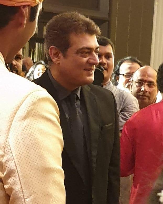 """ஆமைத்தேவாங்கின் புது உருட்டு !😅  எங்க தலக்கு டை தான அடிக்க மாட்டார்னுதான சொன்னாரு """"சாணி"""" அடிச்சுக்க மாட்டார்னு சொல்லலியே😒  சாணிமண்ட தல😍 New Look Of Ajith Kumar   #Master"""