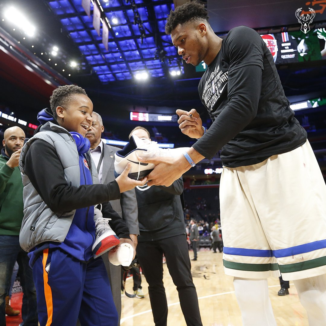 .@Giannis_An34 signs his game-worn sneakers for a young fan 💯 🎥: @bucks