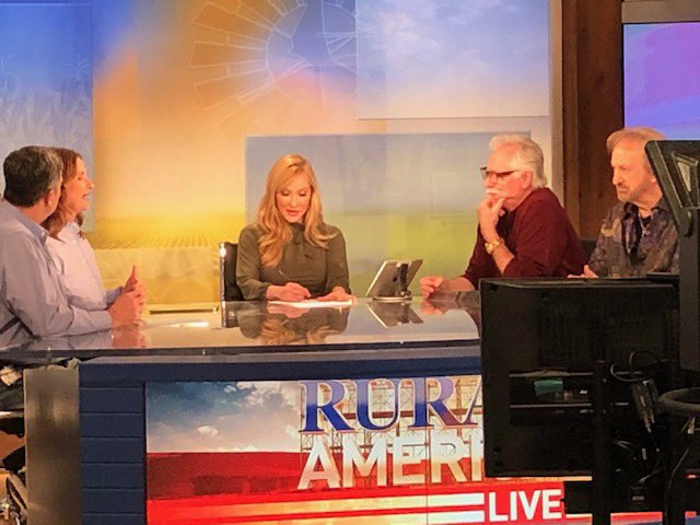 A few more @DivineDetour photos from tonight's show @OfficialRFDTV @AARP @aarpfraudwatch #RuralAmericaLive https://t.co/kF3WnC7yUZ