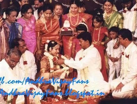 அனைத்து சாதி மத சார்ந்த தமிழ் மக்களின் செல்ல பிள்ளையாக விஜய் இருக்கிறார்.!! 🤩👌🔥 தமிழ்நாட்டு தங்க தமிழன் மற்றும் மக்கள் தலைவன் விஜய் !!🤩🙏  இது சிலருக்கு எரியத்தான செய்யும்!!😂  #Master @actorvijay