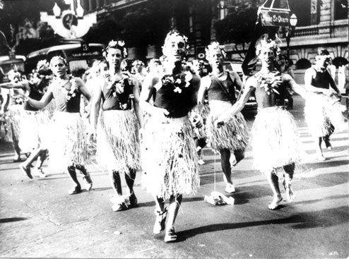 Gosta de carnaval, mas prefere ficar em casa e acompanhar de longe a festa? Visite a exposição Estampas do Rio, do acervo virtual do Arquivo Nacional! Veja fotos históricas, dos anos 40 aos anos 60, da festa mais animada do país:  Foto: Correio da Manhã.