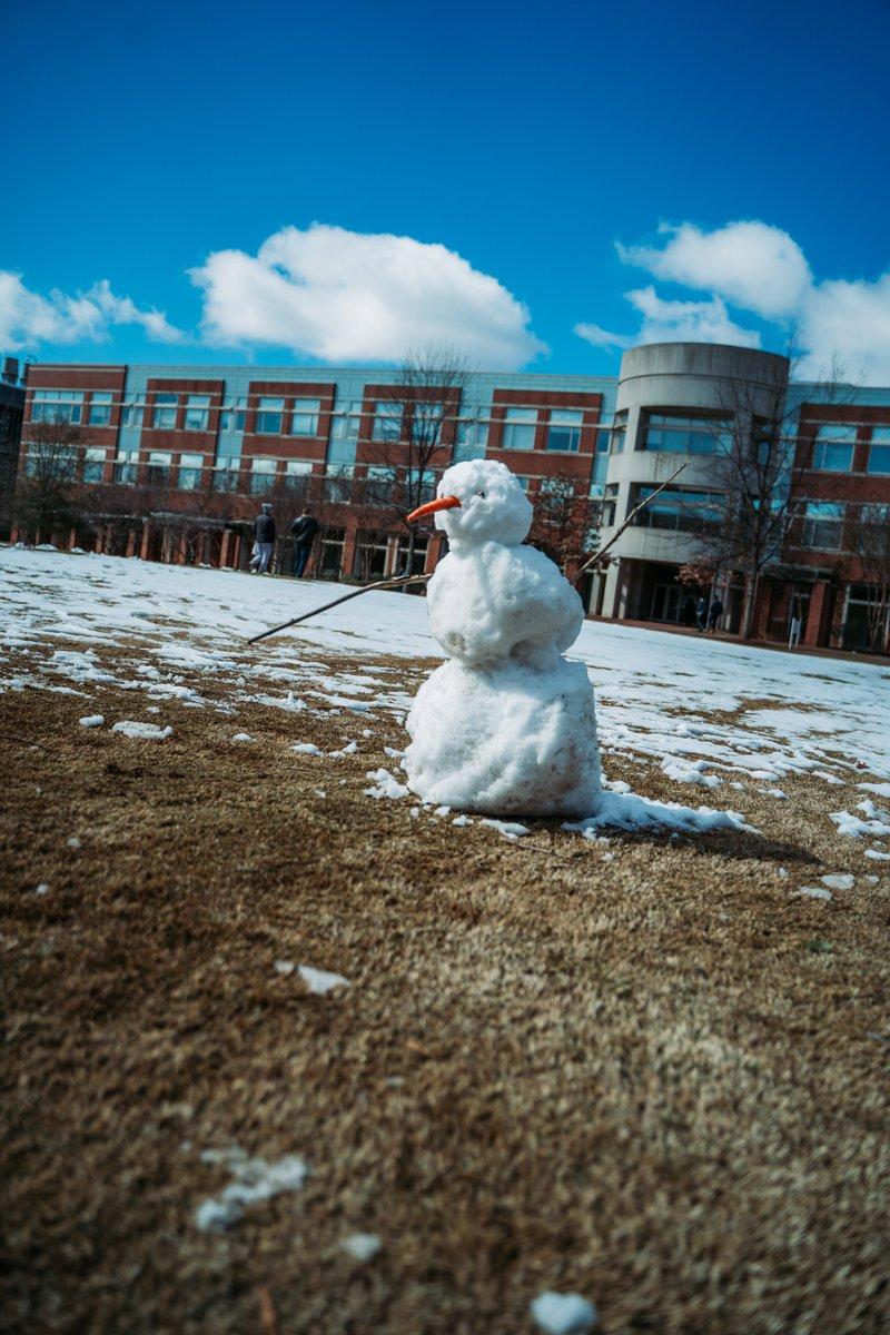 Snow day sights on @CentCampus. ❄️🐺😍 #NCStateOnCampus https://t.co/RHcZodJTHW