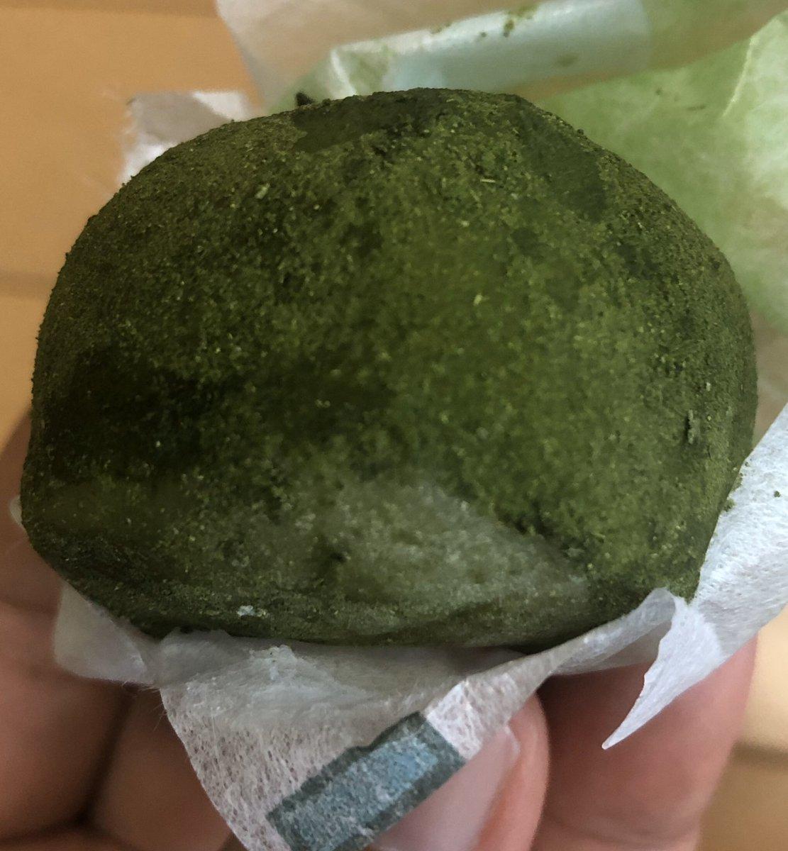test ツイッターメディア - 霧の森大福は抹茶の濃ゆい味と控えめな甘さが楽しめる。本当にシンプルなお菓子だと思うけど、真剣に作るとこんなに美味しいんだなあ😊笑顔がこぼれるね。  #愛媛 #霧の森大福 #抹茶が濃い https://t.co/06CKIuG17H
