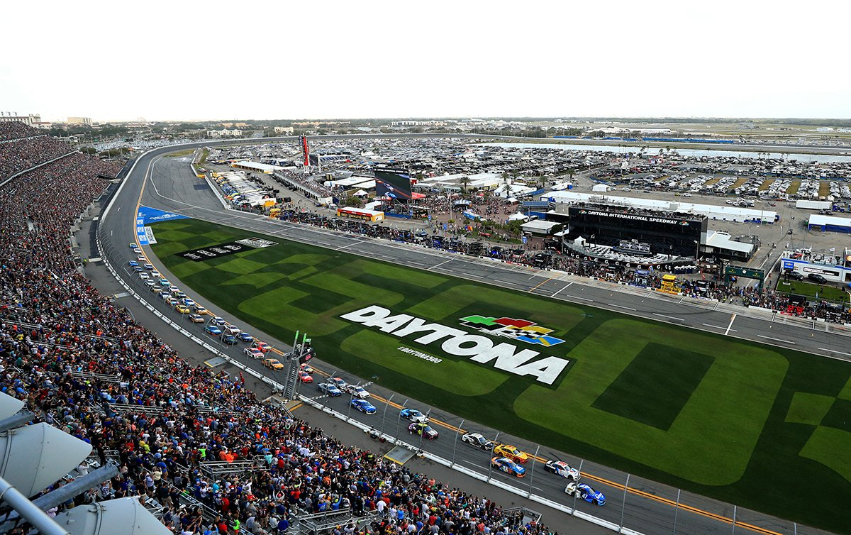"""Tickets to the 2021 #DAYTONA500 are already on sale! Lock in your place to """"The Great American Race"""" at the lowest prices by buying early! 🎟➡️"""