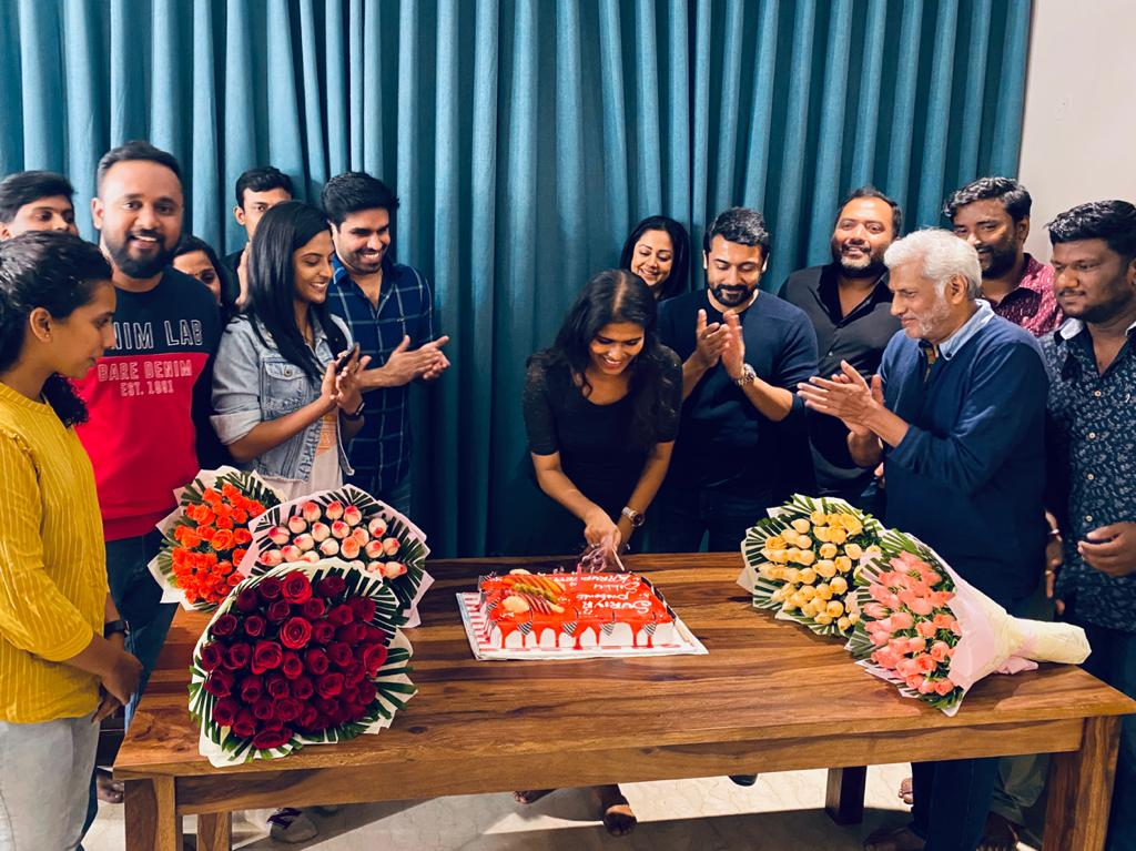 50 days of #Sillukarupatti !!  Annan @suriya_offl and #Jyothika mam honored the small but wonderful team with cake cutting and heart warming praise !!   We are elated to inform you that the movie is huge success financially and critically !!