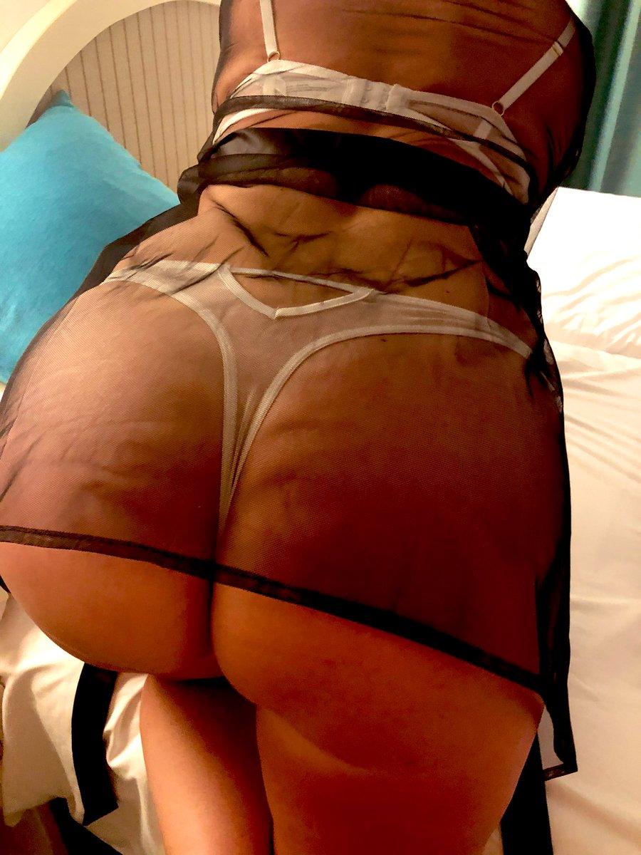 #sexysaturday #milf #funinthesunlater #gftime #kisses #feelme #takeme #giftedgirlfun #ass 💋💋