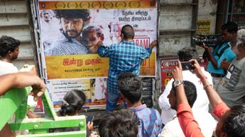 #Mysskin pasted posters for the National Award winning #Baaram, he earlier promised the same in the press meet.