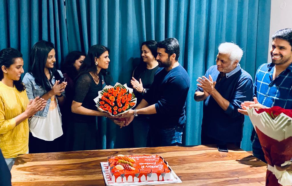 50 days of my favorite film 😇  @Suriya_offl & #Jyotika celebrated the landmark day of #Sillukarupatti with the cast and crew. Another quality outing for @2D_ENTPVTLTD & @SakthiFilmFctry 👍  @rajsekarpandian @sakthivelan_b @halithashameem @VenkateshDivine