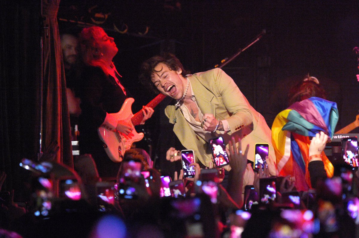 Harry performing at the iHeart Radio Secret Session in NYC - February 29