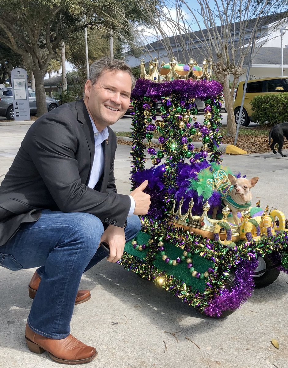 Fun day at the #MardiGras Dog Parade in DeLand!  More than 10,000 people & 1,000 of their furry friends came out to celebrate the spirit of Mardis Gras.  Congrats to this year's Most Original Costume winner — and as they say in New Orleans... laissez les bons temps rouler! 🎉🐶⚜️