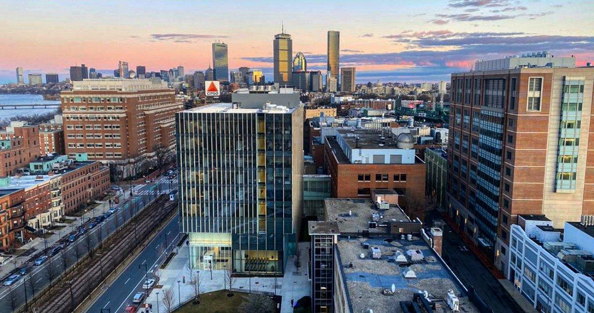 Dear Boston, you're stunning! - Love, BU. 😘 #terriertown [📸 credit: @rishivaidya33] https://t.co/NwANhjLtjb