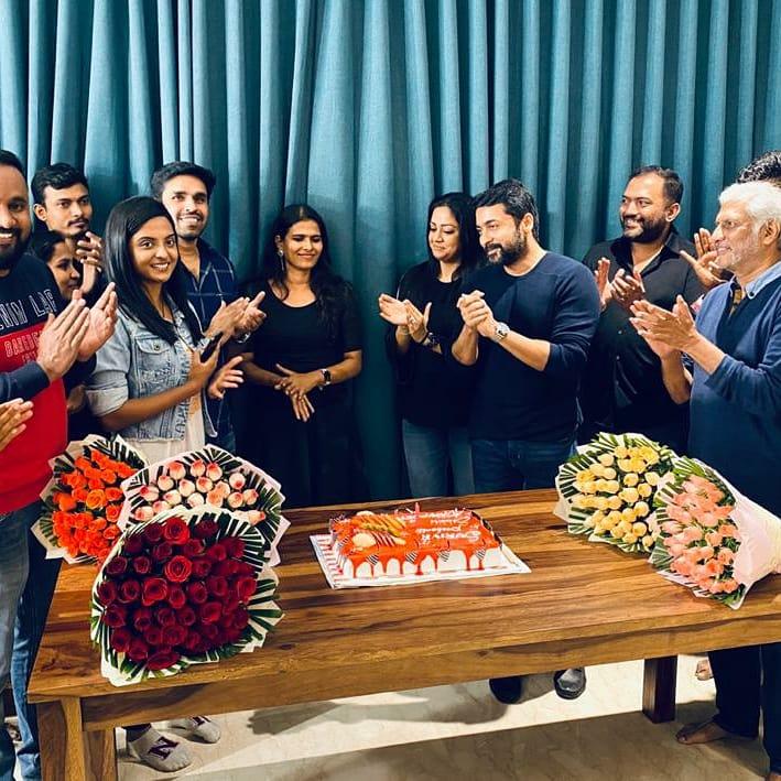 What was  #Suriya Surprise Gift for  #Sillukarupetti director @halithashameem ?  Read here 👇💥   @Suriya_offl @sakthivelan_b @nivedhithaa_Sat @kravMagaSreeRam @johnsoncinepro #Jyotika @rajsekarpandian