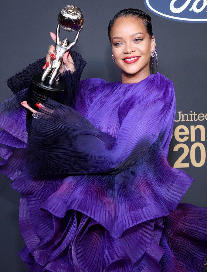 Rihanna at the 2020 #NAACPImageAwards 💜