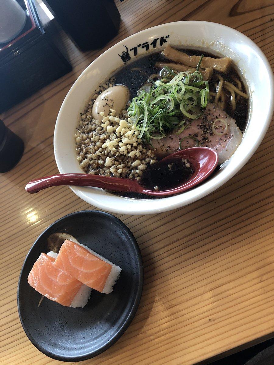 test ツイッターメディア - マス寿司美味かった🤤 ラーメンの汁黒すぎな🙄 https://t.co/PsnVkGHDpK